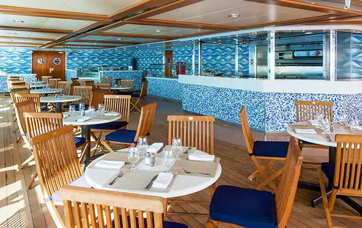 Casual dining aboard the Oceania Regatta